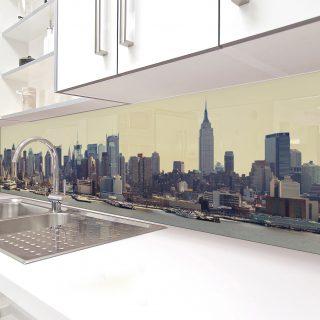 """Фартук для кухни из серии """"Город"""". Стандартные размеры:  - 300 CM (Ширина) X 60CM (Высота)  Наполнение: стеклянная панель размером 300х60 см."""