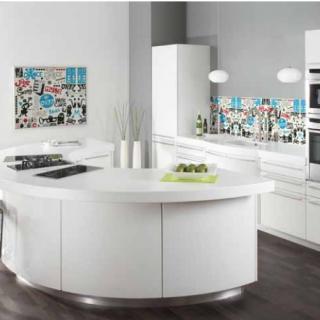 """Характеристики Фартук для кухни из серии """"Pop-Art"""". Стандартные размеры:  - 300 CM (Ширина) X 60CM (Высота)  Наполнение: стеклянная панель размером 300х60 см."""