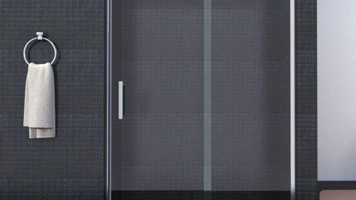 Стеклянные перегородки и двери для душа
