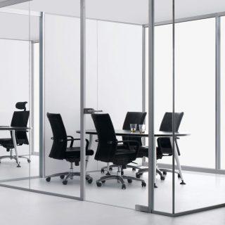 Перегородки для офиса: панели из прозрачного стекла.  Толщина стекла: 8 мм. Размеры: 200см(высота)х150см(длина)х50см(ширина)  Установка не входит в стоимость.