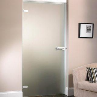 Одностворчатая стеклянная дверь с притвором.  Стандартные размеры:  60-90 CM (Ширина) X 200 CM (Высота)  Наполнение: стеклянная панель размером 200х90 см, металлические крепления и дверные ручки. Открывается только в одну сторону. Указана базовая цена.