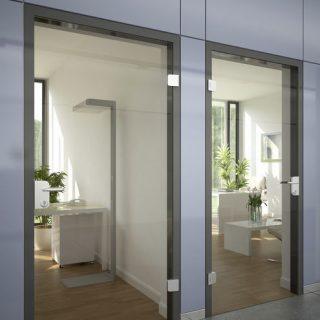 Характеристики Одностворчатая стеклянная дверь с притвором.  Стандартные размеры:  60-90 CM (Ширина) X 200 CM (Высота)  Наполнение: стеклянная панель размером 200х60 см, металлические крепления и дверные ручки. Открывается только в одну сторону. Указана базовая цена.