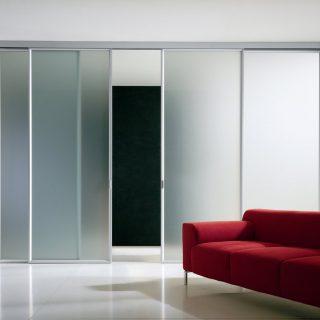 Раздвижная одностворчатая стеклянная дверь. Стандартные размеры:  - 60 CM (Ширина) X 200 CM (Высота) - 70 CM (Ширина) X 200 CM (Высота) - 80 CM (Ширина) X 200 CM (Высота) - 90 CM (Ширина) X 200 CM (Высота)  Наполнение: матовые стеклянные панели размером 200х90 см, металлические крепления и дверные ручки. Указана базовая цена.
