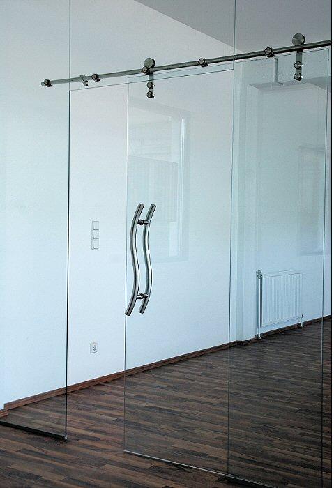 Раздвижная одностворчатая стеклянная дверь.  Стандартные размеры:  - 60 CM (Ширина) X 200 CM (Высота) - 70 CM (Ширина) X 200 CM (Высота) - 80 CM (Ширина) X 200 CM (Высота) - 90 CM (Ширина) X 200 CM (Высота)   Наполнение: стеклянная панель размером 200х60 см, металлические крепления и дверные ручки.   Базовая цена: