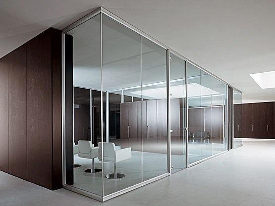 Перегородки для офиса: панели из прозрачного стекла.   Толщина стекла: 8 мм.  Размеры: 200см(высота)х200см(длина)х200см(ширина)  Установка не входит в стоимость.