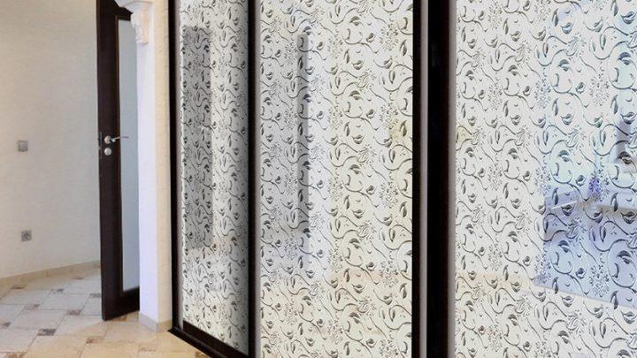 3-дверный шкаф-купе SMC-147 с декоративным зеркалом Серебро