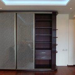 Корпусный 3-дверный шкаф-купе BFT-008 Серебро с деревянной секцией