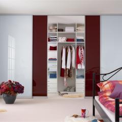 4-х дверный стеклянный шкаф-купе RAL-9010 белый и бордовый фасады стекло лакобель RAL 9010
