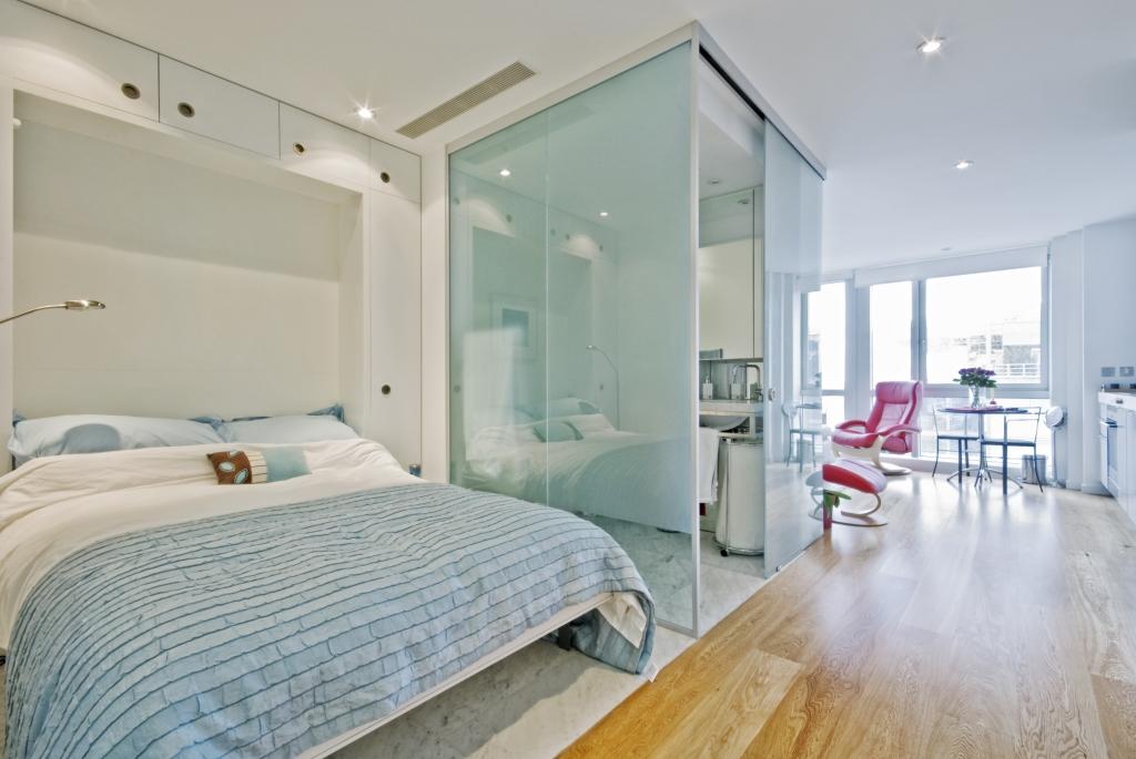 Душевые раздвижные стеклянные перегородки: преимущества