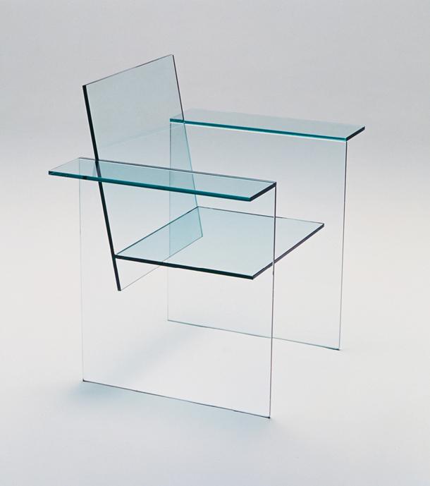 Стул: прозрачное стекло Толщина стекла: 8 мм. Размеры: 570мм(высота)х570мм(длина)х700мм(ширина)
