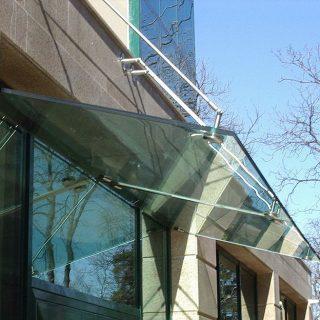 Цена стеклянных козырьков за м.кв. (Стоимость конструкции без учета монтажа)