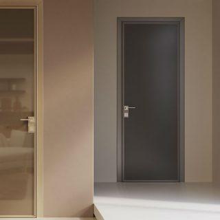 Характеристики Одностворчатая стеклянная дверь с притвором.  Стандартные размеры:  60-90 CM (Ширина) X 200 CM (Высота)  Наполнение: стеклянная панель размером 200х60 см, металлические крепления и дверные ручки. Открывается только в одну сторону. Базовая цена: