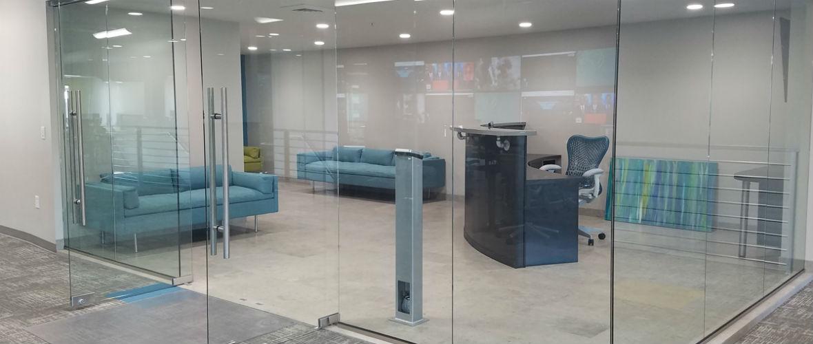 витринные стеклянные двери