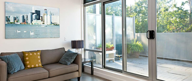 стеклянная перегородка на балкон
